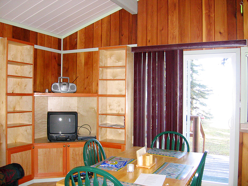 motel on nimpo lake with five units plus kitchen suite.